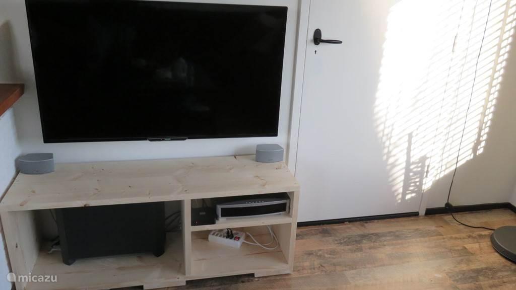 Ambilight TV met home cinema systeem
