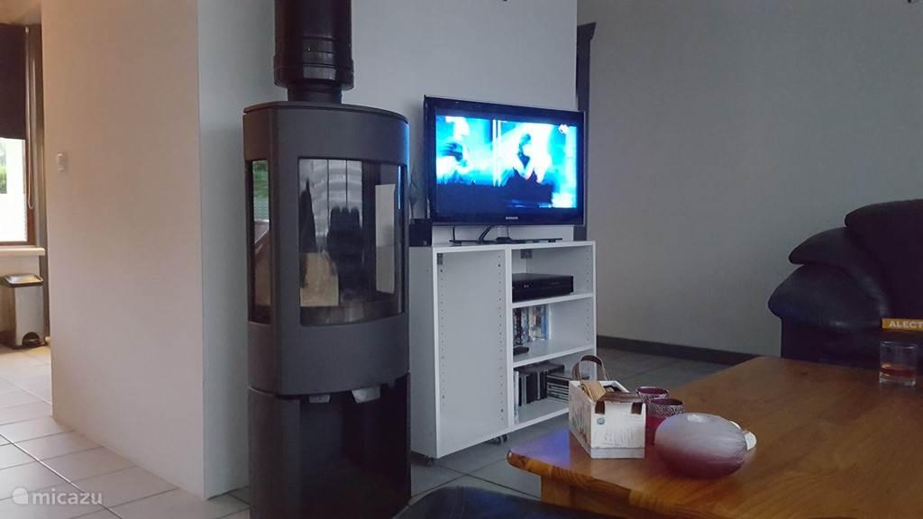 Huiskamer met tv, cd/videospeler