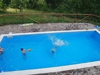 het heerlijke zwembad met een prachtig uitzicht