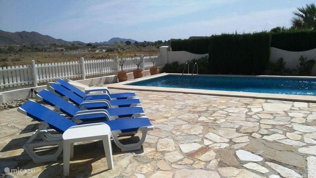 Tuin met privé zwembad