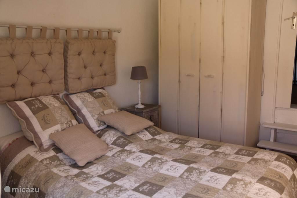 slaapkamer 2 met kast