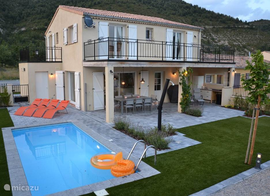 Villa Les Jumelles with large garden, private pool, grounds of pétanque, roof terrace and covered terrace