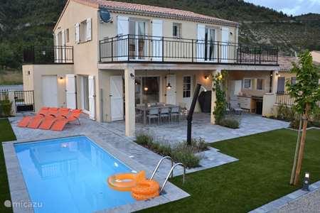 Vacation rental France, Alpes-de-Haute-Provence, Castellane villa Les Jumelles (Gemini)
