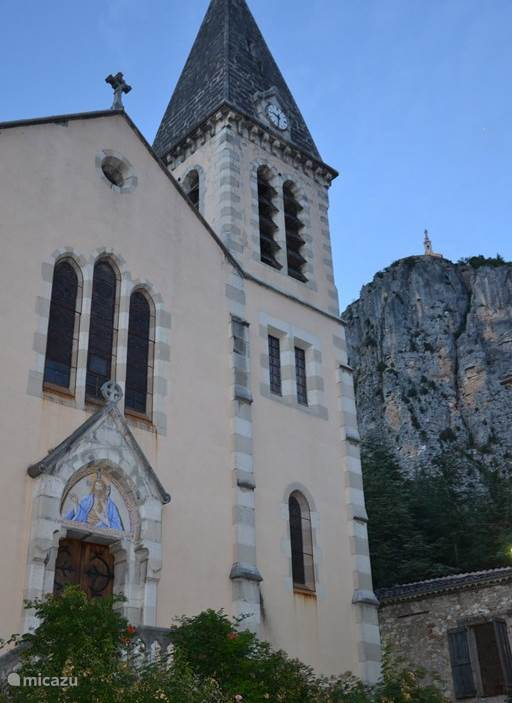 The church in Castellane overlooking the 'Roque'