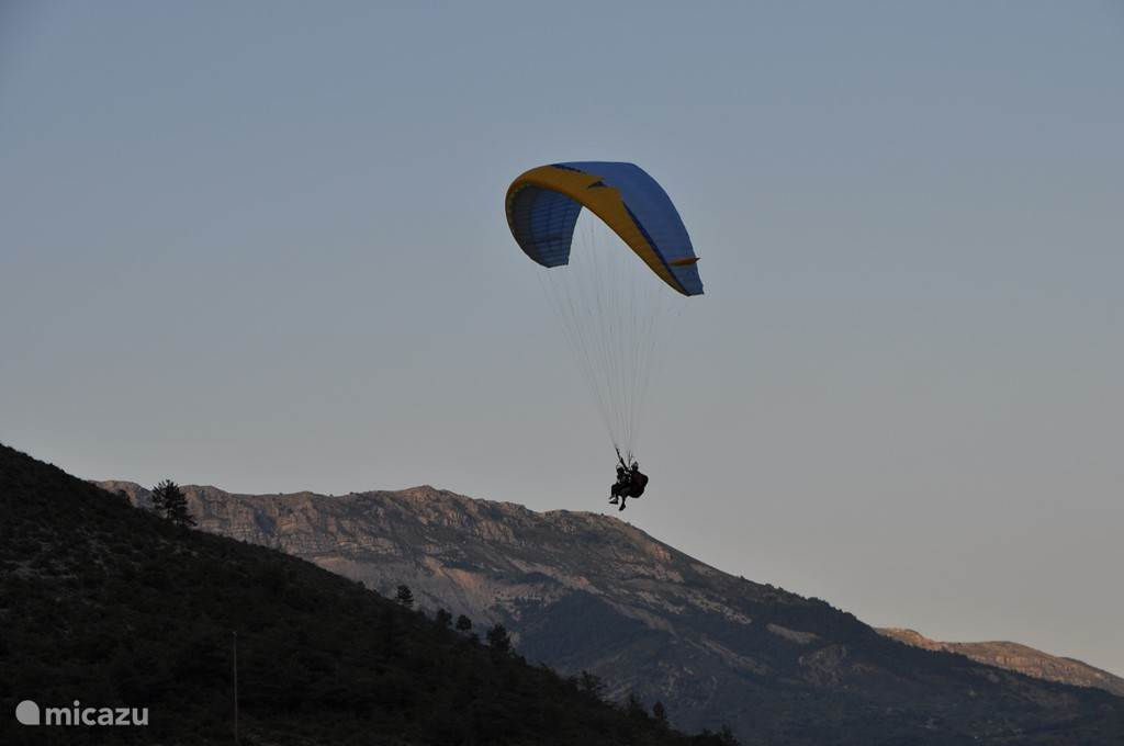 Float with the paraglider