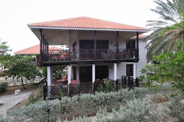 Ruime villa in sfeervolle koloniale stijl en met een prachtig uitzicht