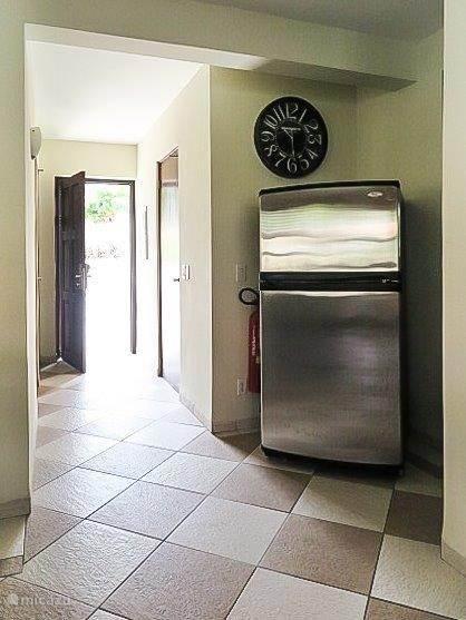 Hal en grote koelkast om zelf verkoelende drankjes en/of lekkere maaltijden te bewaren