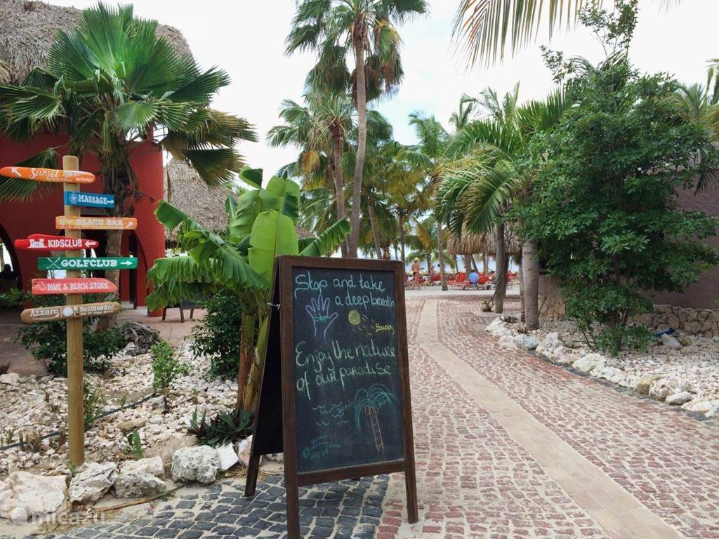 At the entrance of Blue Bay Beach  you find clearly where the facilities are.