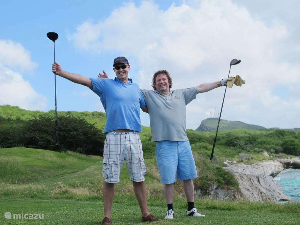 Geen groter plezier dan een partij golf spelen met zicht op de Oceaan en elke hole is een verrassing!