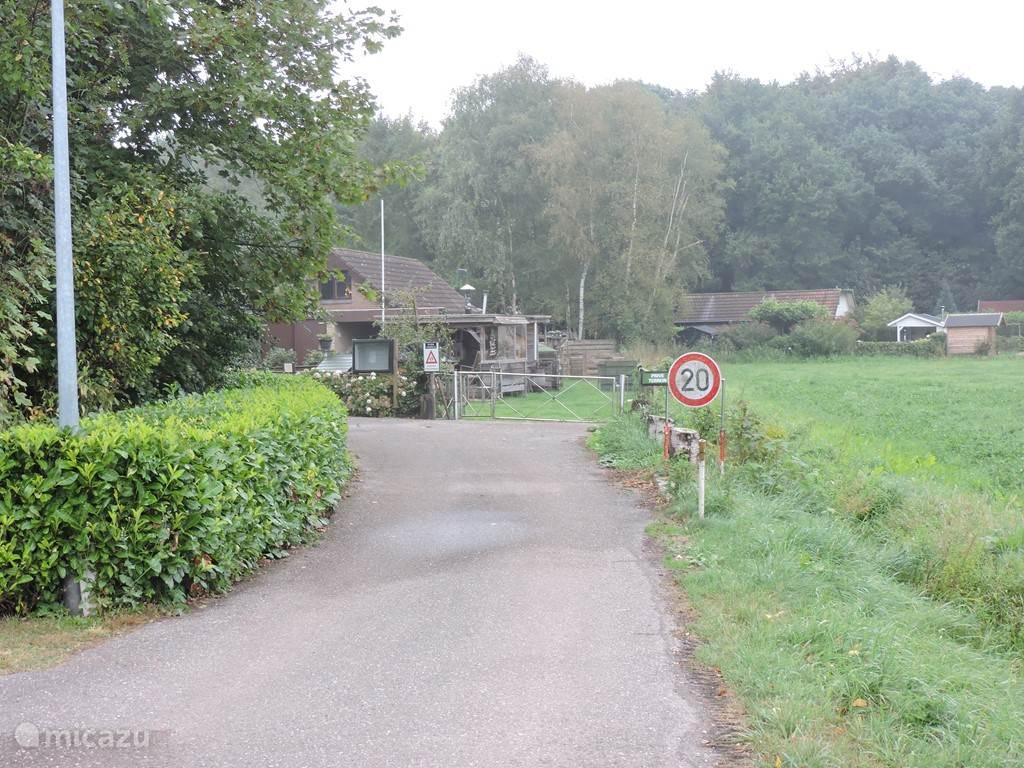 De toegang tot het park. Het park ligt landelijk gelegen tussen Ermelo-west en het velumemeer.