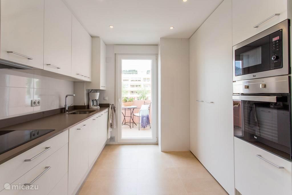 keuken, voorzien van alle benodigde apparatuur.