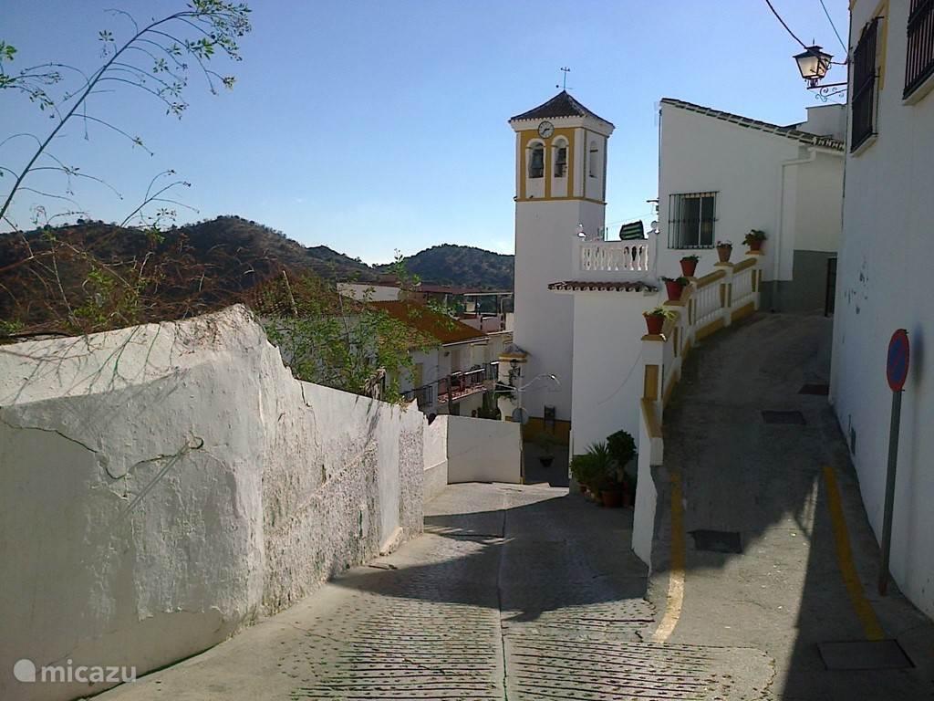 het pittoreske dorp Almogia met tal van bars etc