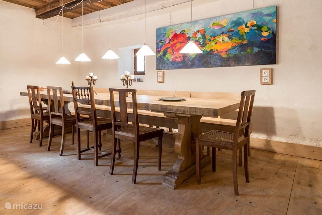 De grote tafel, lekker samen in een nieuwe omgeving, voor onderwerpen waar je normaal niet aan toekomt
