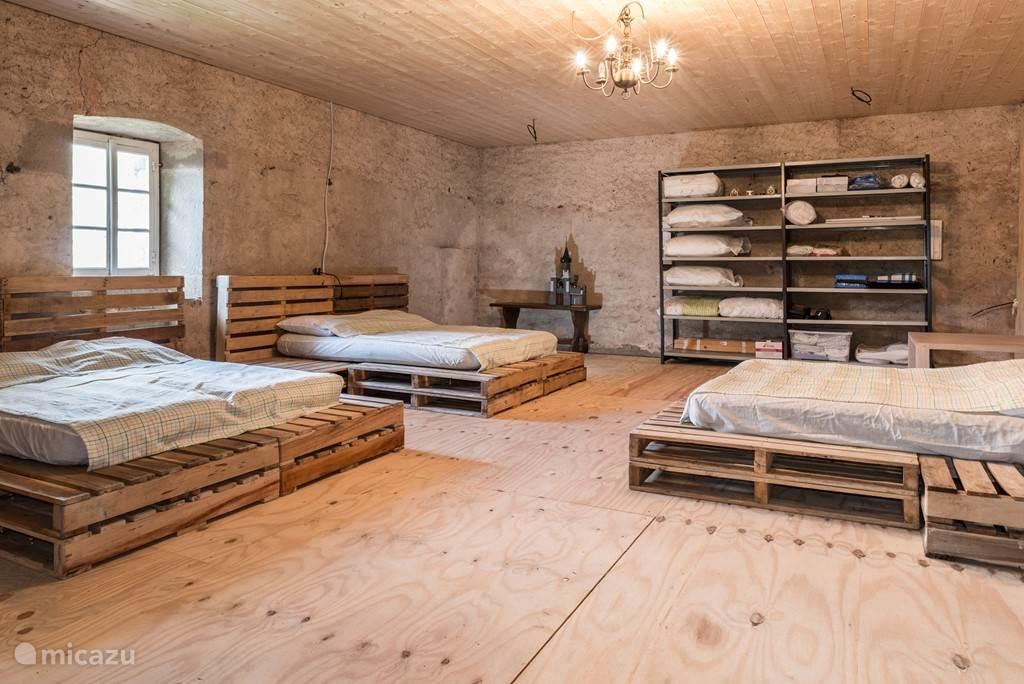 Slaapzaal, zicht vanaf de trap