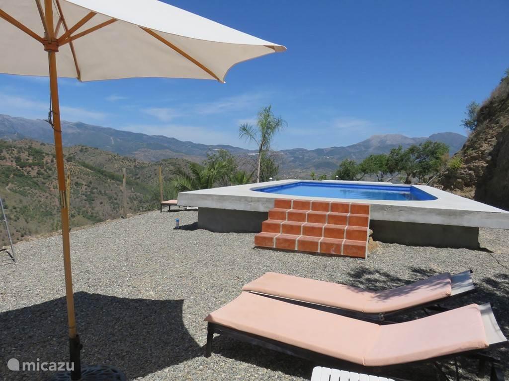 Relaxen bij het zwembad!