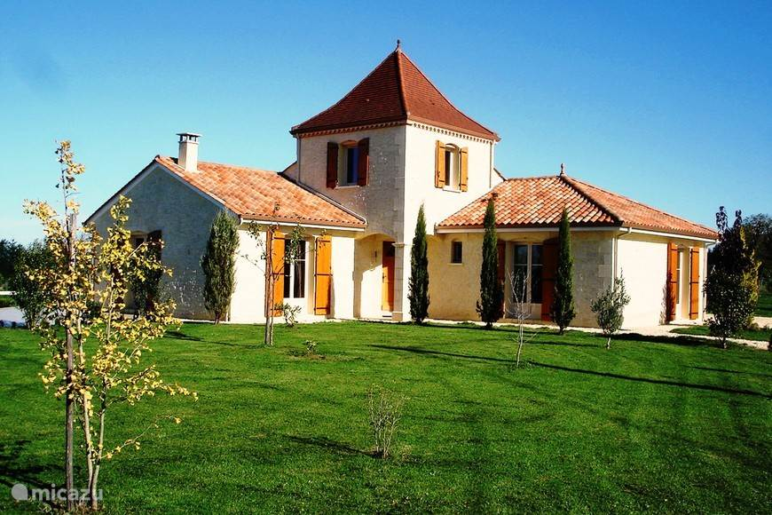 Vacation rental France, Dordogne – villa Maison Larnolia