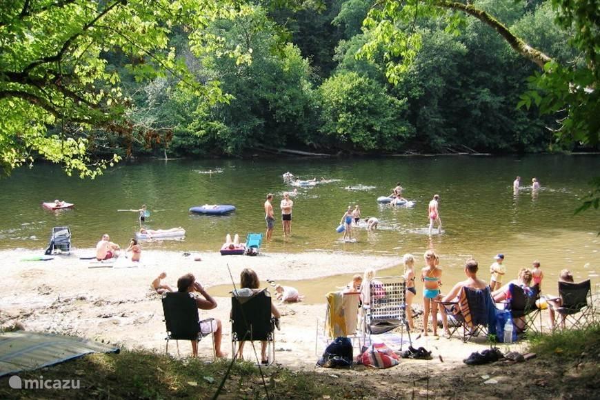 Lekker zwemmen in de rivier vlakbij