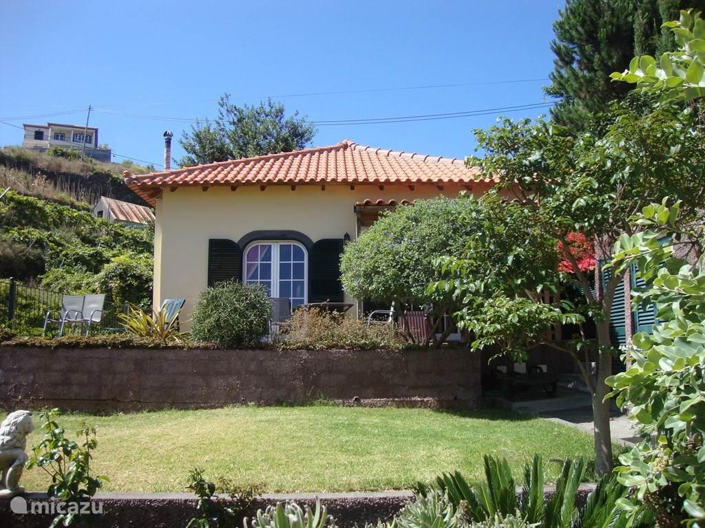 Het huis Sercial met eigen terras en tuin.