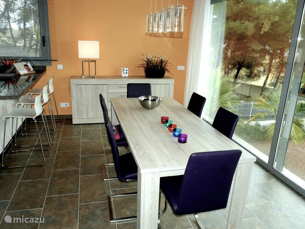 eetkamer met 8 stoelen