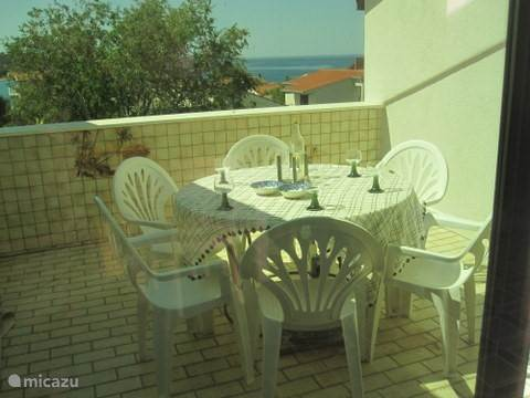Balkon, waar u heerlijk kunt ontbijten of s'avonds een glaasje kunt drinken.