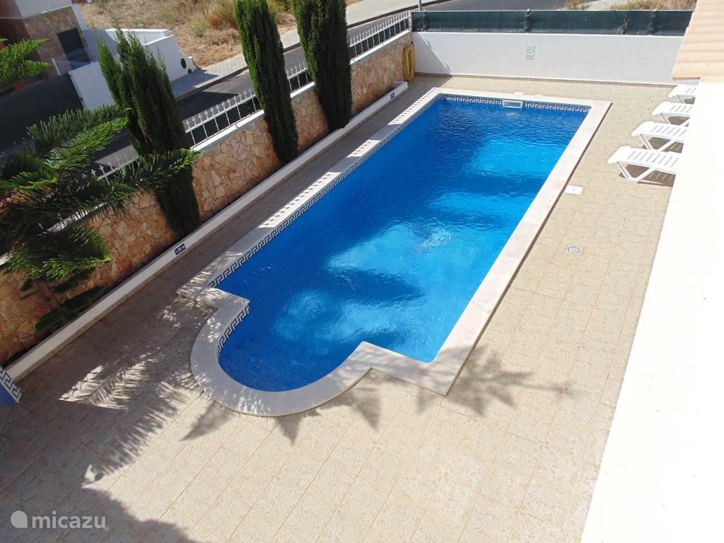 Het privé-zwembad wordt wekelijks gecontroleerd en onderhouden door onze zwembadspecialisten.