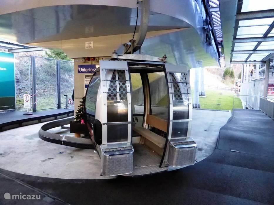 Die Seilbahn, die Sie dem Flumserberg und, falls gewünscht nimmt, transportiert sich wieder. Auch mit dem Auto können Sie den Flumserberg bis zu 1200m erreichen