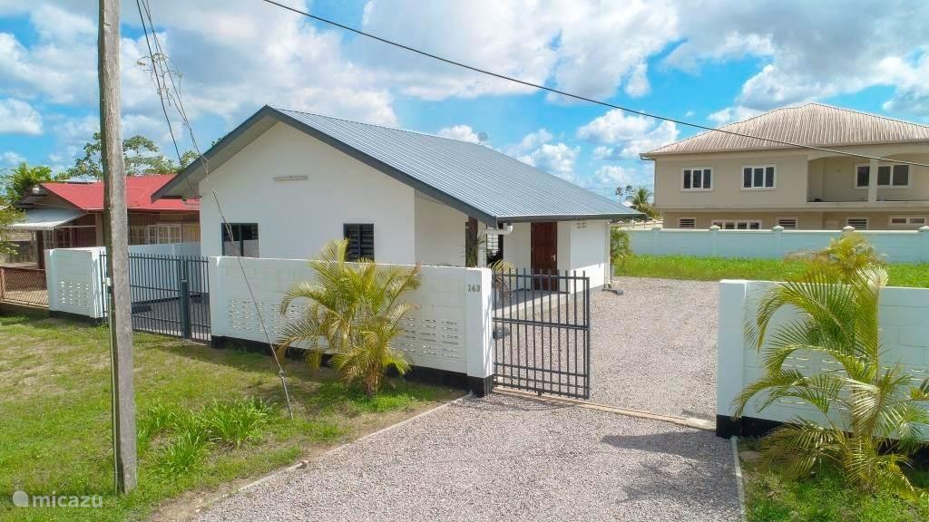 Vakantiehuis Suriname – vakantiehuis Villa Tourtonne