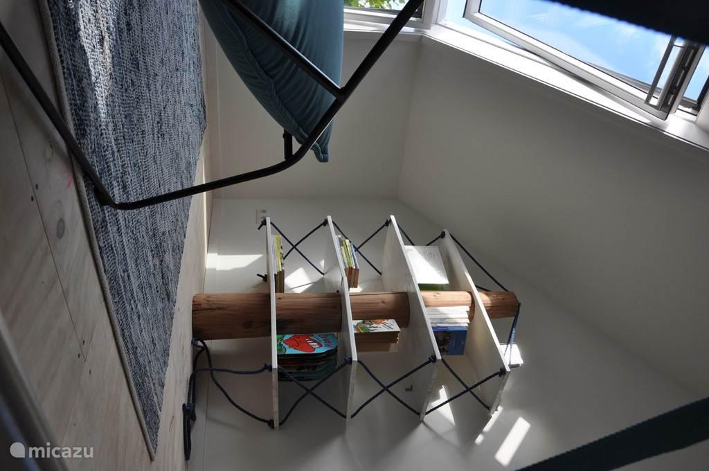 topkamer waar gespeeld kan worden of gelezen bij het raam