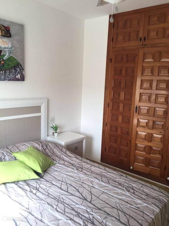 kledingkast slaapkamer 2 boven Villa