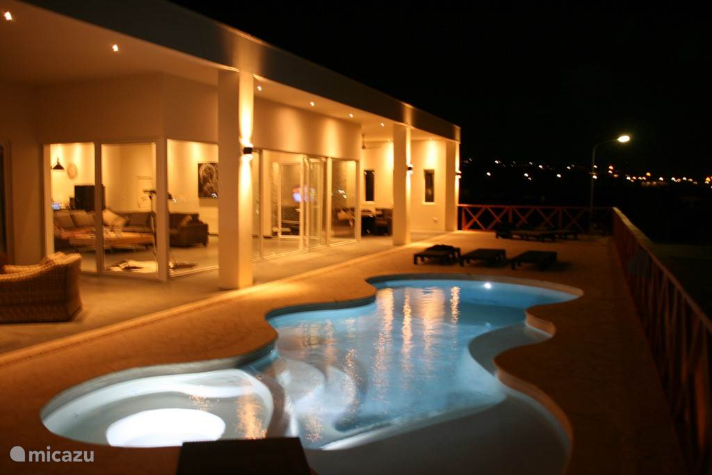 Pool Deck & view villa