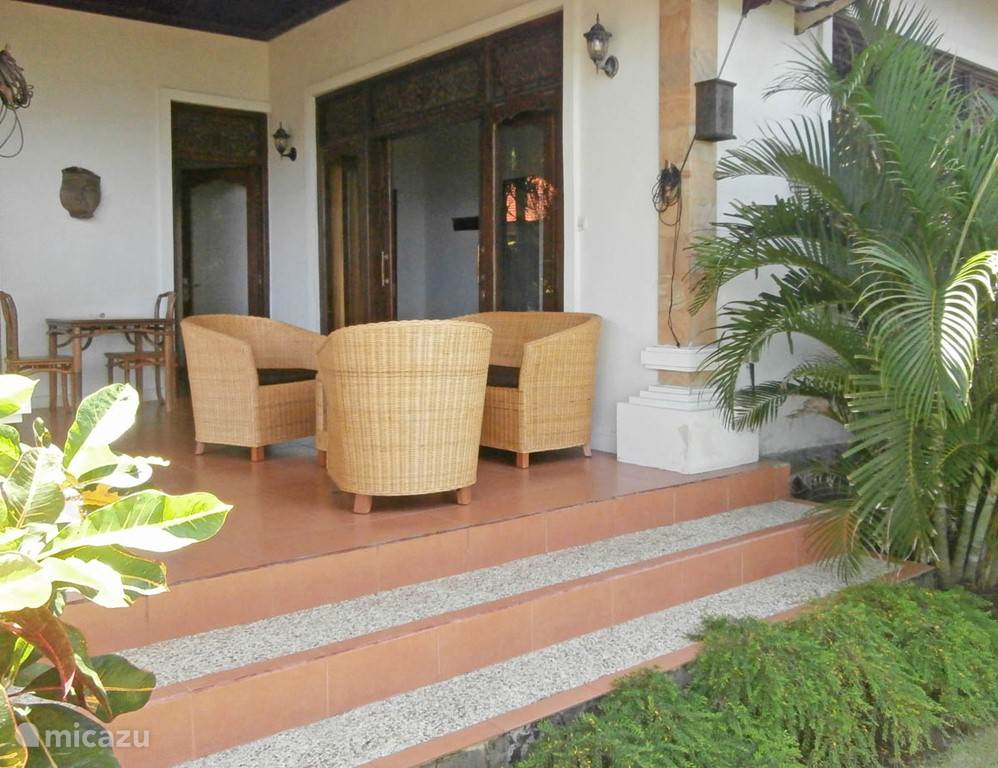 1 veranda guesthouse.