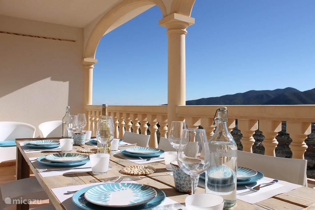 balkon met schitterend uitzicht op de Jalon vallei