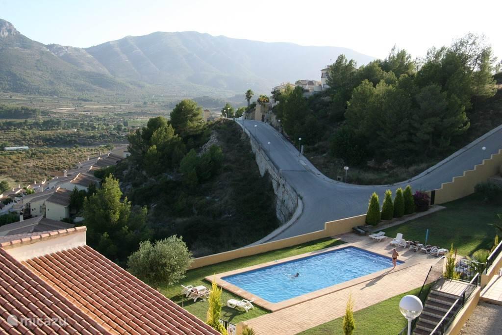 uitzicht op zwembad en de vallei