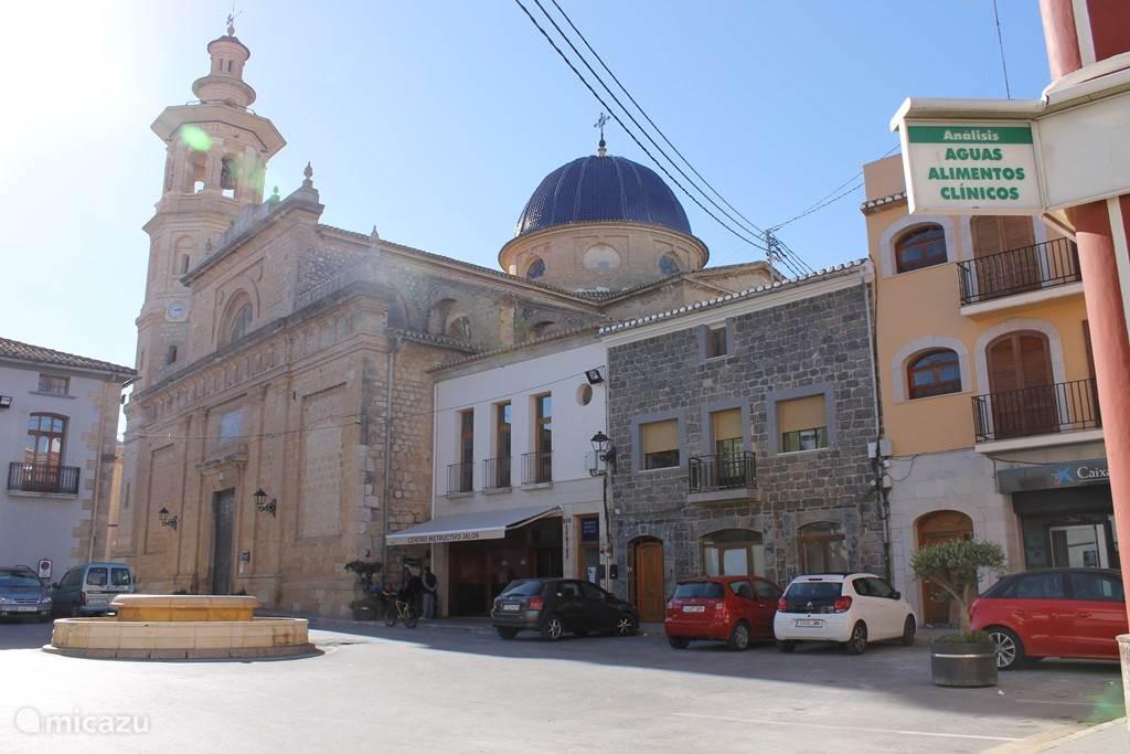 mooie kerk in Jalon