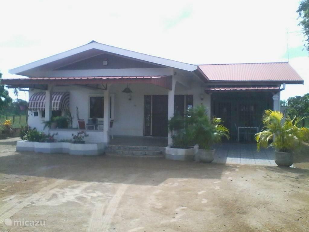 Vakantiehuis Suriname, Wanica, Houttuin Villa Just relax