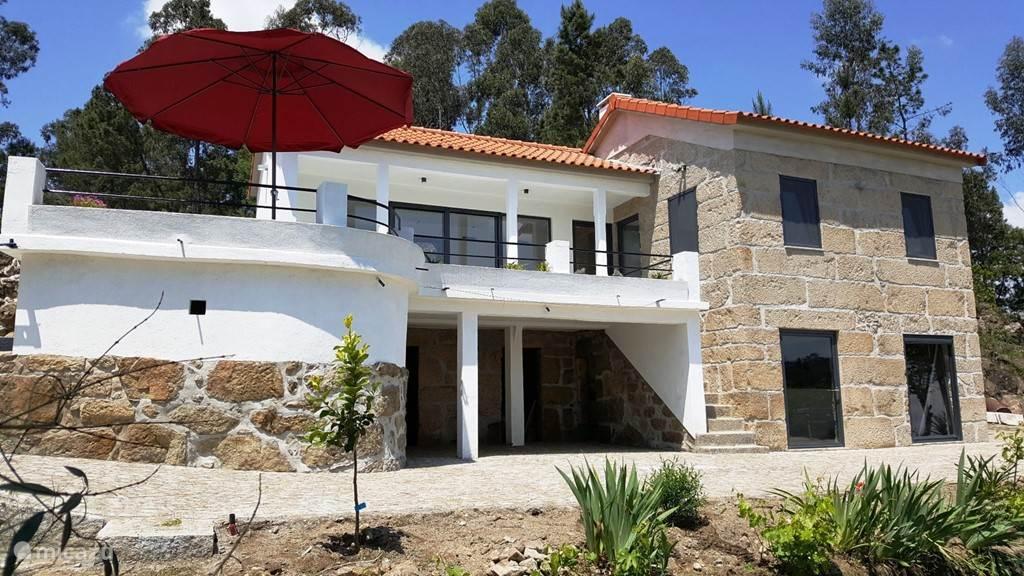 Vakantiehuis Portugal, Beiras, Viseu Appartement Ruime slaapkamer, badk, keuken op 1e