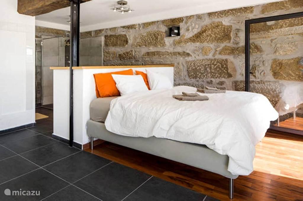 Vakantiehuis Portugal, Beira, Viseu appartement Ruime slaapkamer op bg & keuken 1e