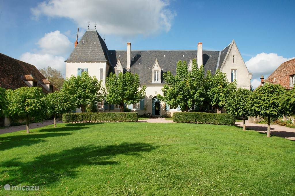 Vacation rental France, Auvergne, Le Breuil Manor / Castle Chateau Beaupoirier