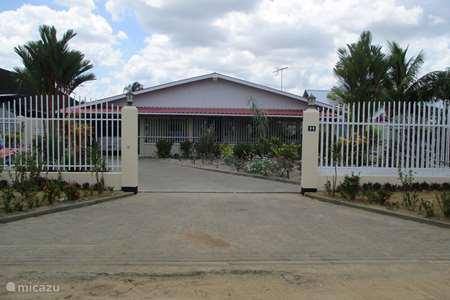 Vakantiehuis Suriname, Commewijne, Mariënburg bungalow Saampies