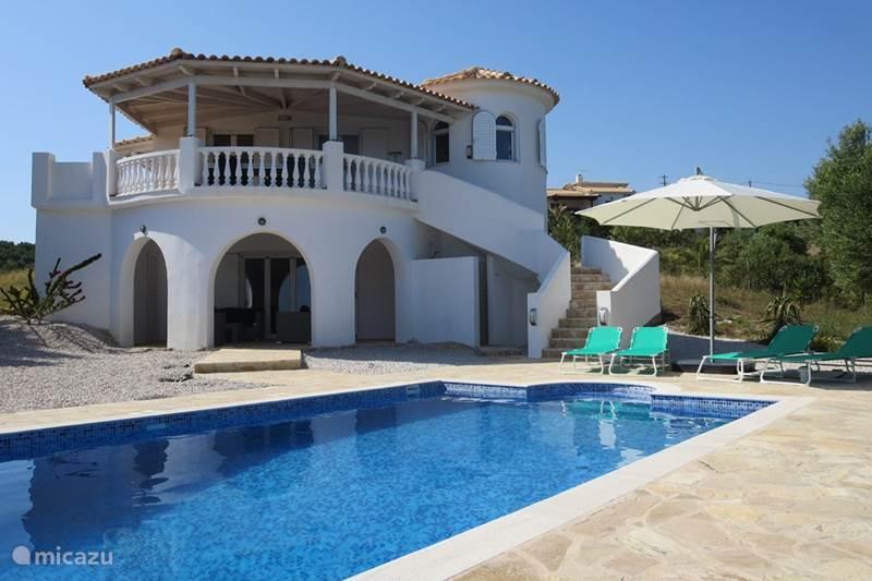 ferienhaus griechische villa am meer in finikounda peloponnes griechenland mieten micazu. Black Bedroom Furniture Sets. Home Design Ideas