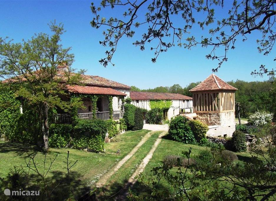 Vacation rental France, Dordogne, Lieu-dit Les Bouysournes holiday house Place to be