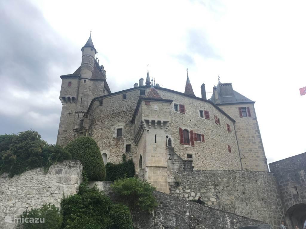 Chateau Menthon-St. Bernard. Walt Disney liet zich door dit kasteel inspireren voor de film Doornroosje