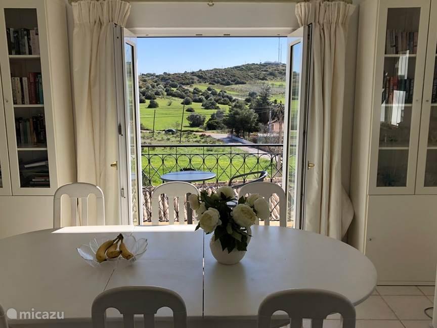 Uitzicht vanuit de woonkamer.