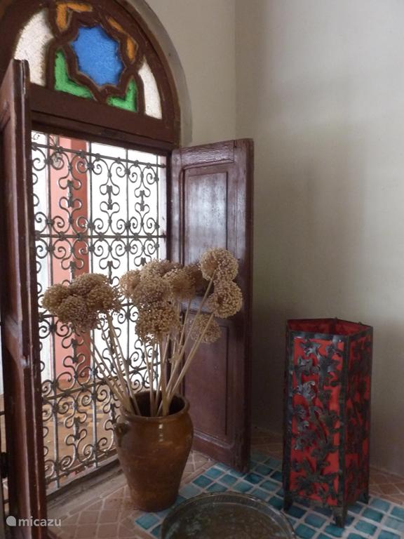 De Marokkaanse  details geven het huis warmte en sfeer.