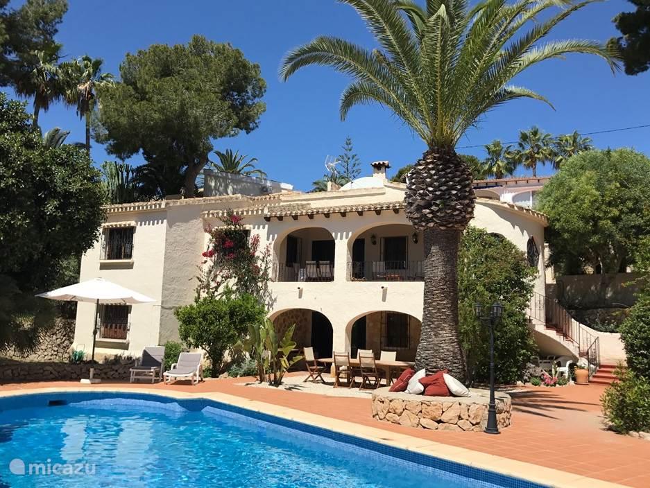 Vooraanzicht Villa Andrago