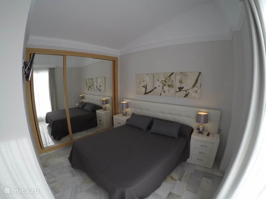 Master slaapkamer met eigen badkamer en eigen teras