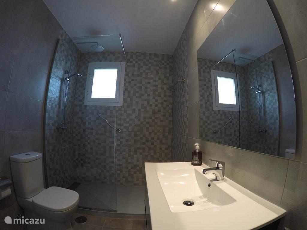 badkamer bij de master slaapkamer