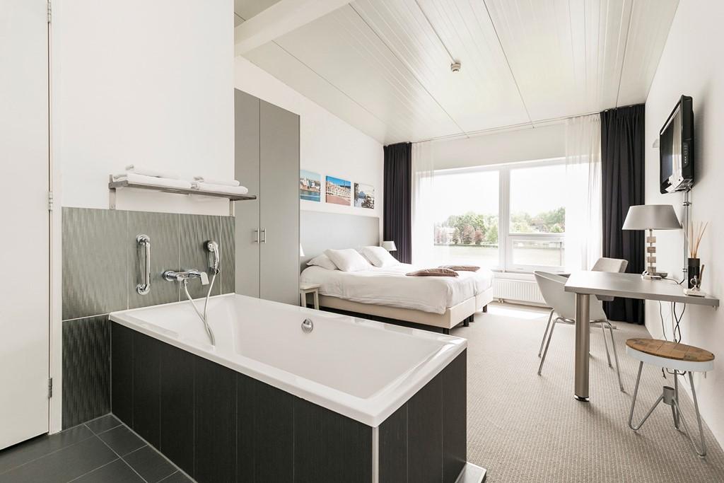 Weekend weg in januari of februari 2018 al vanaf 1600,00 euro max 24 personen. 12 kamers, opgemaakte bedden en luxe sanitair. Reserveer nu!