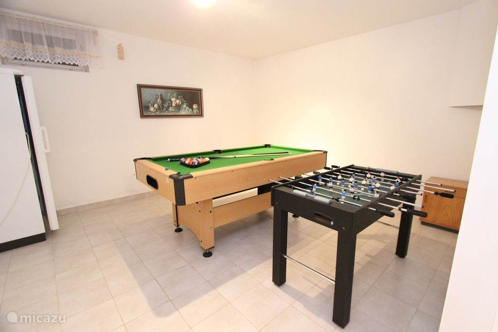 pooltafen and football table