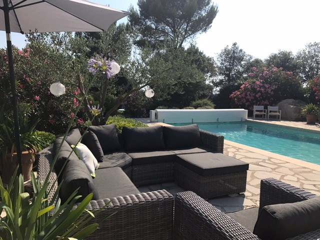 AANBIEDING:29/9-12/10=13-dgse. Nu € 1650.Sfeervol ingerichte villa+ VERWARMD prive zwembad; Airco, Tennisbn. op rustig villapark Provence Zonnig+warm.